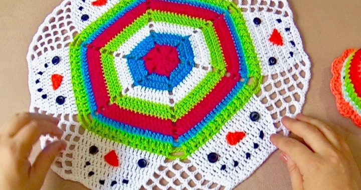 Carpeta tejida a crochet con muñecos de nieve