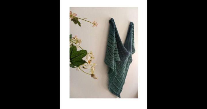 Nostalgia, xaile triangular em crochet