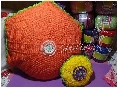 Almohadón con flor central en crochet