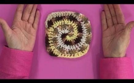 Crochet, cuadrado en espiral de colores.
