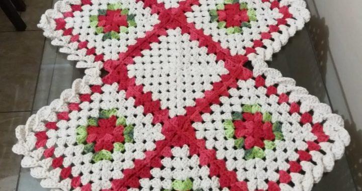 Caminho de mesa square em croche